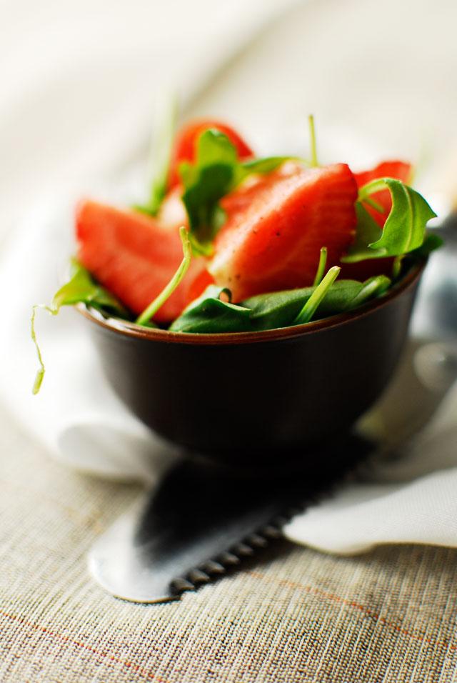 studio kuchnia  Wiosenny quiche z sałatką z truskawkami