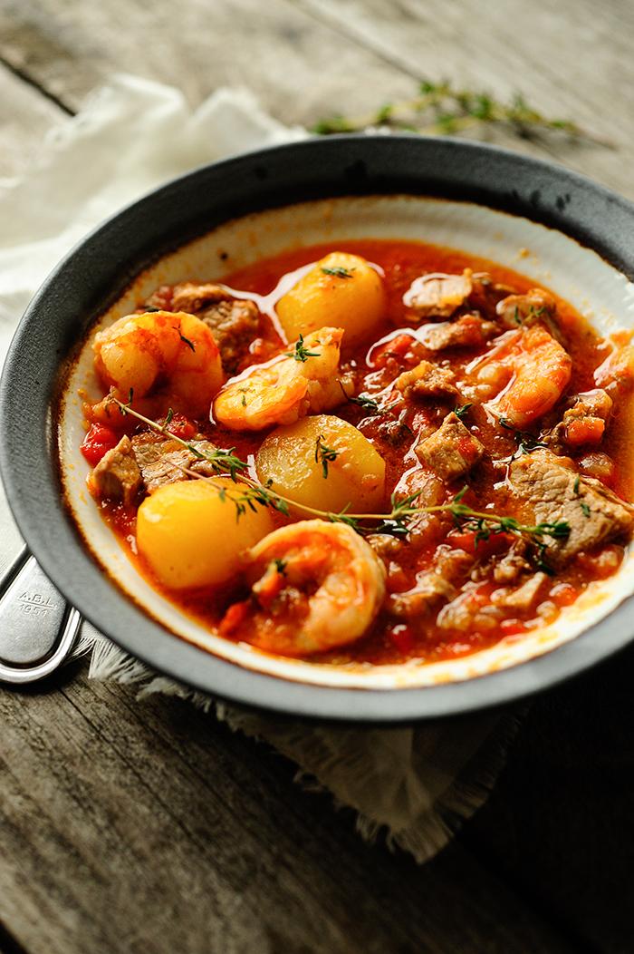 serving dumplings | Meat and shrimp stew
