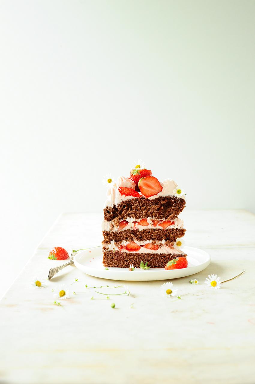 serving dumplings |  Tort czekoladowy z truskawkami i kremem z mascarpone
