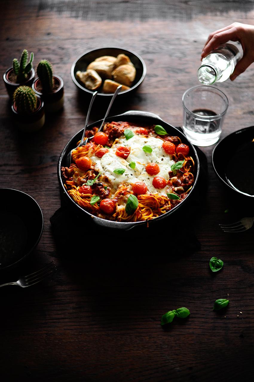 studio kuchnia | Makaron zapiekany z serem burrata i sosem z pieczonych warzyw
