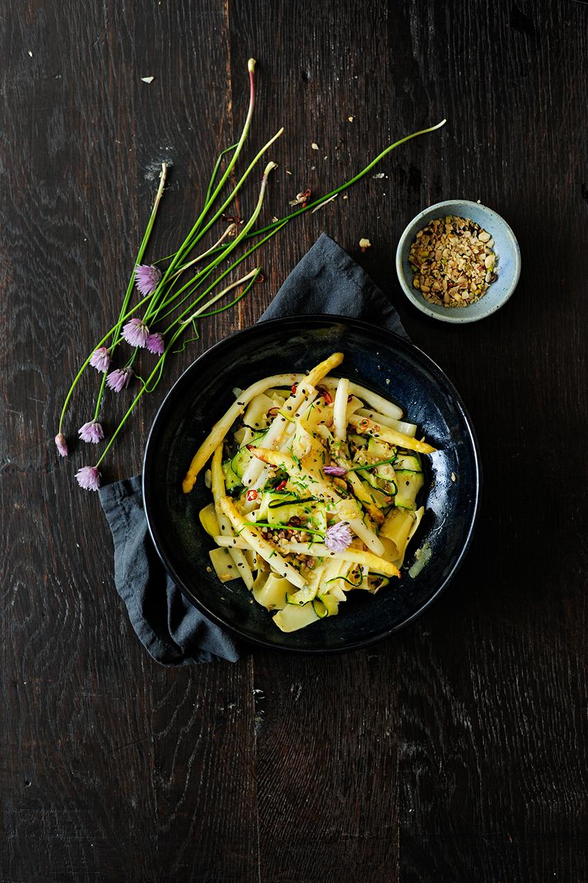 studio kuchnia   Makaron z pieczonymi szparagami i cukinią