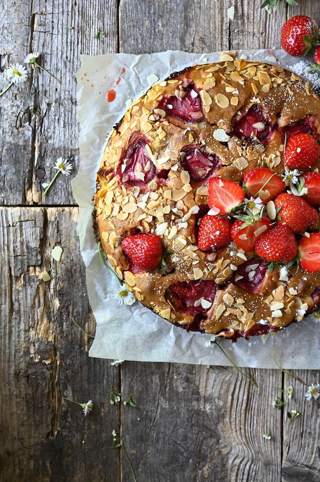 serving dumplings | Strawberry, almond and yogurt cake