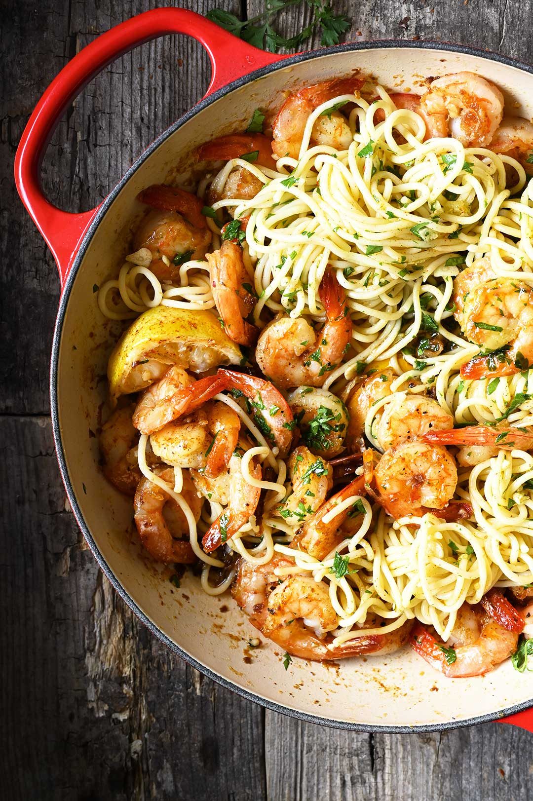 serving dumplings | Spaghetti met scampi, look en beurre noisette