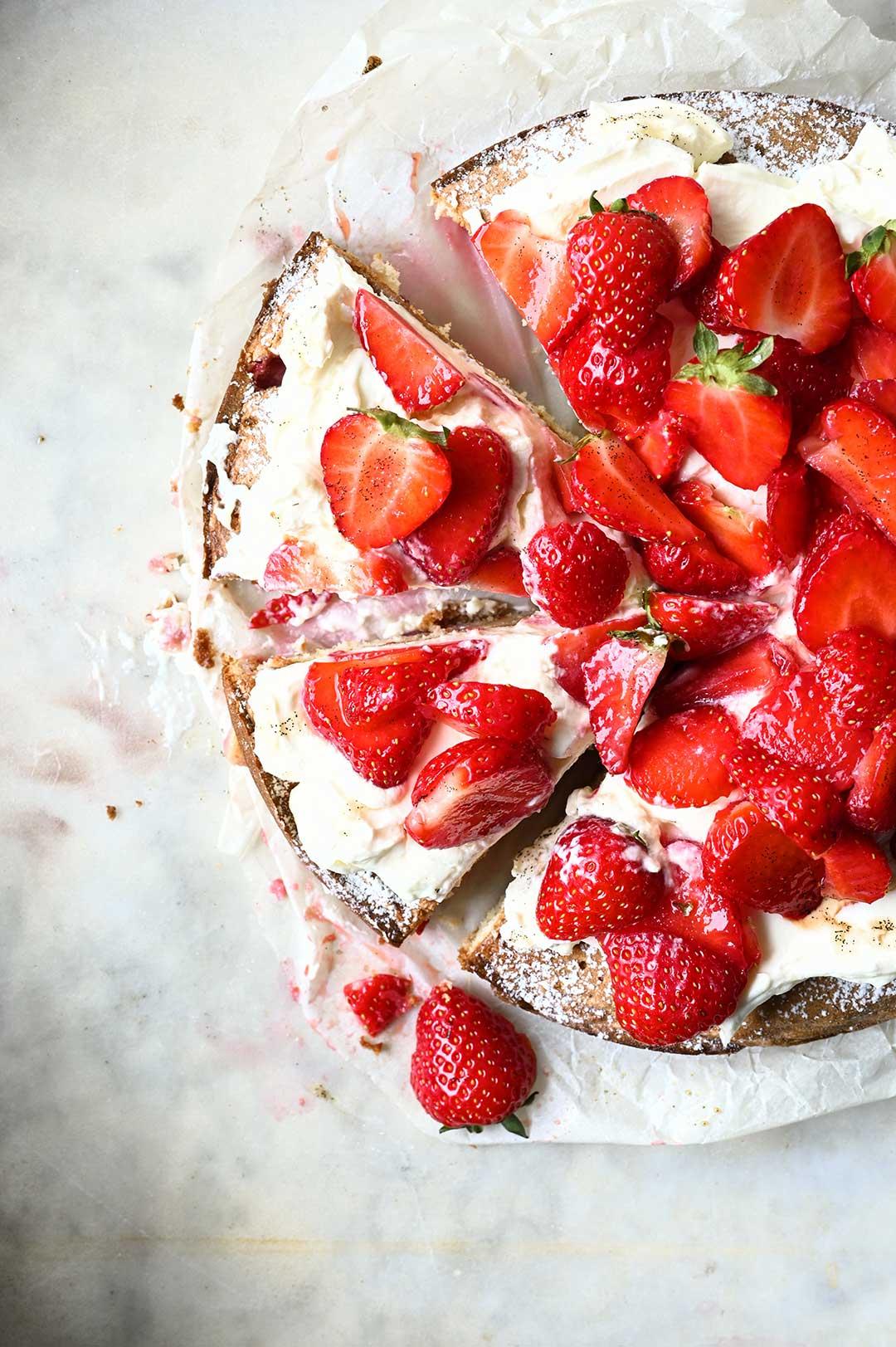 serving dumplings | Strawberry cake with mascarpone whipped cream
