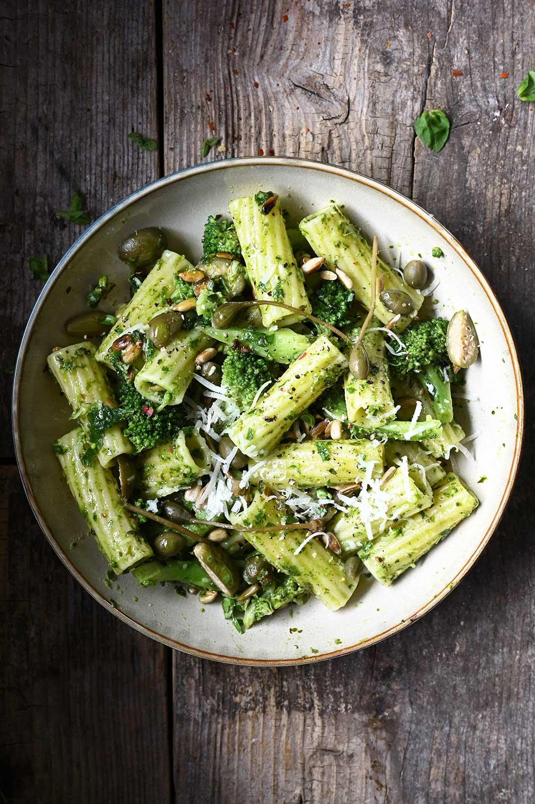 serving dumplings | 15 minuten pasta met broccoli en basilicum