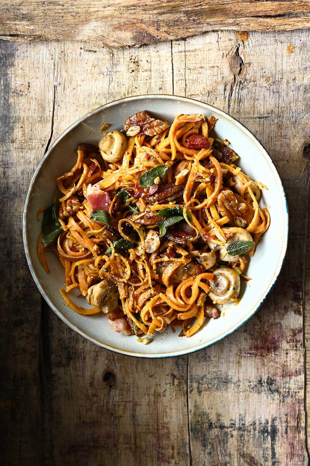 serving dumplings   Spaghetti z batata z pieczarkami i boczkiem
