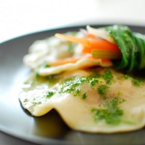 Pierozki z kurczakiem i warzywnym sushi