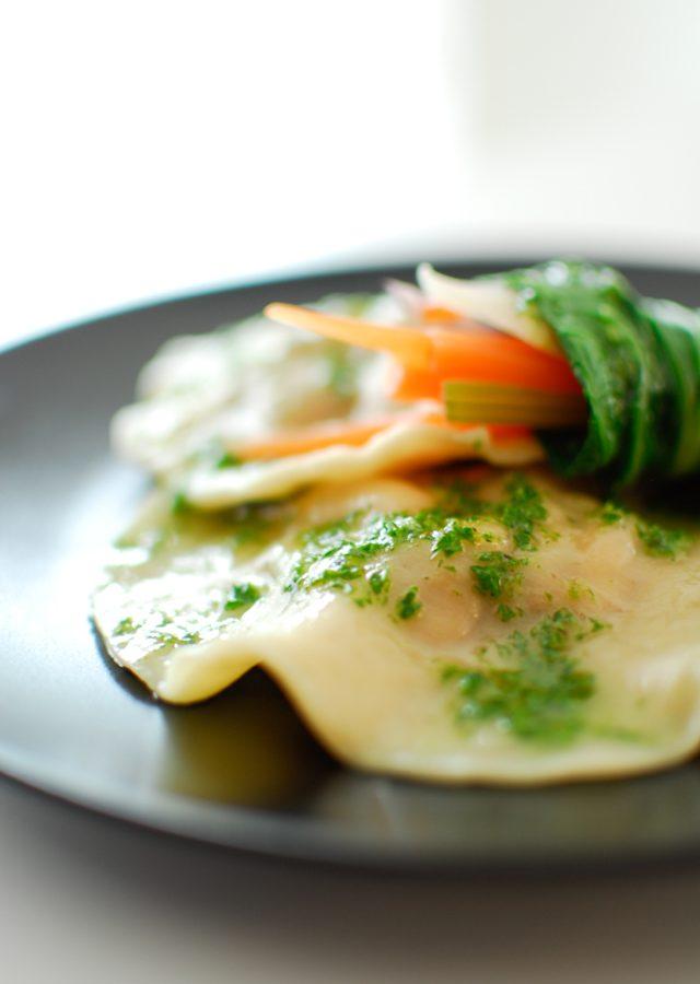 Pierożki z marynowanym kurczakiem i warzywne roladki sushi