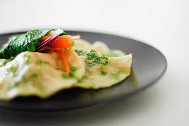 studio kuchnia | Pierożki z marynowanym kurczakiem i warzywne roladki sushi