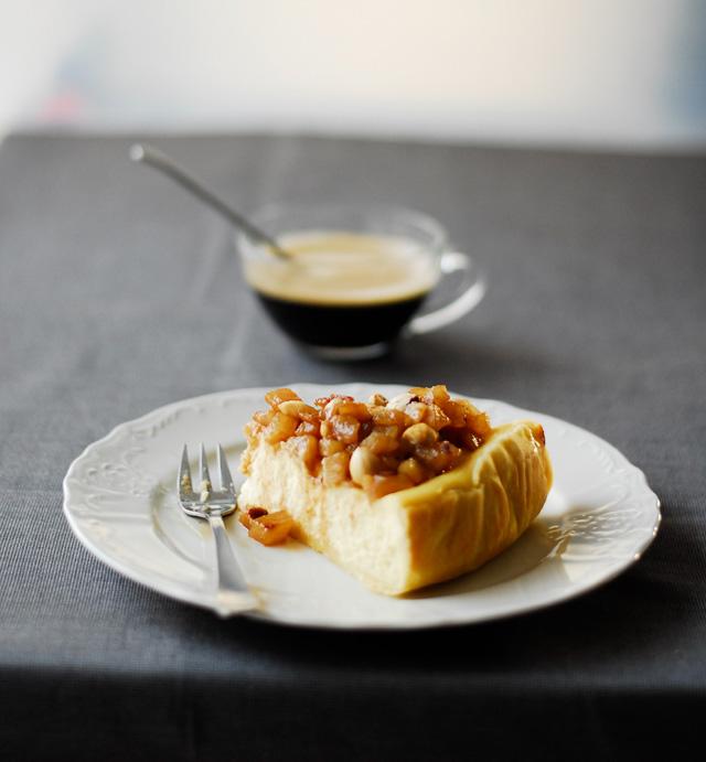 Sernik z pasternakiem i kandyzowanymi gruszkami