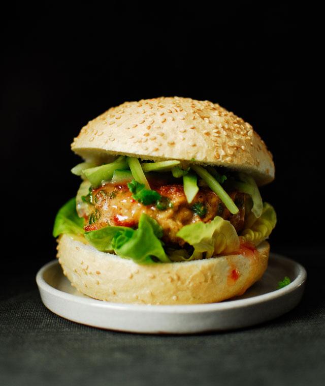Tajski burger z kurczaka