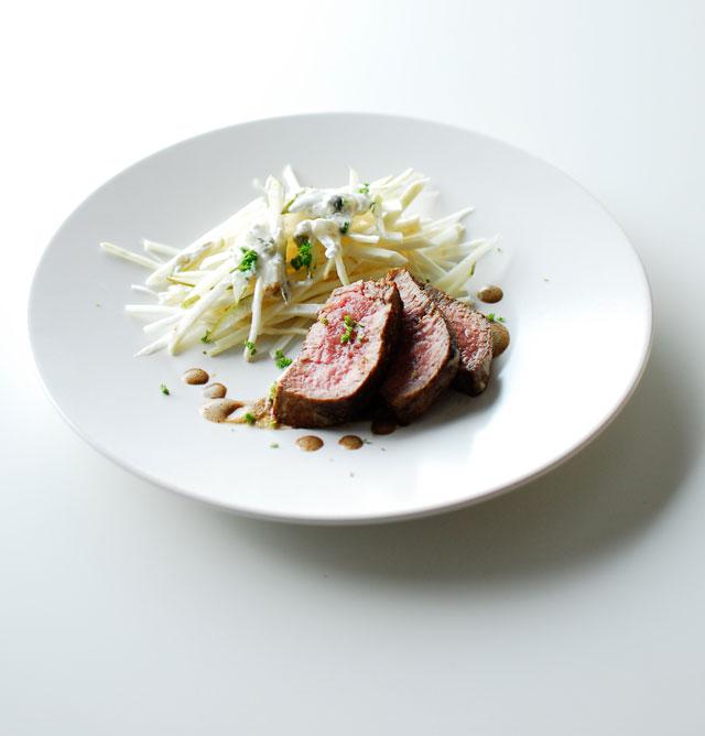 Stek wołowy z lekką sałatką