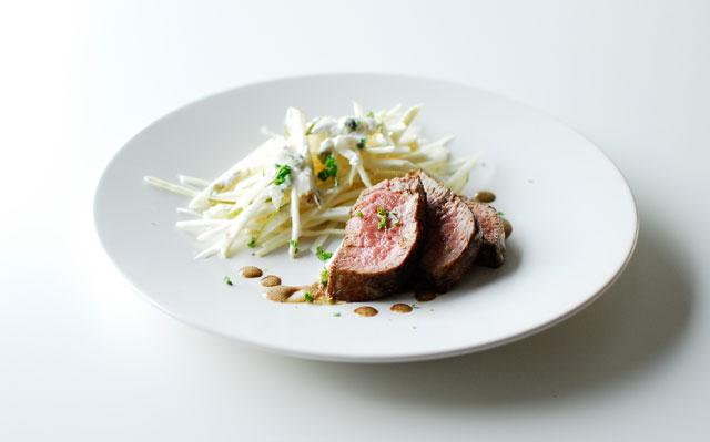studio kuchnia   Stek wołowy z lekką sałatką