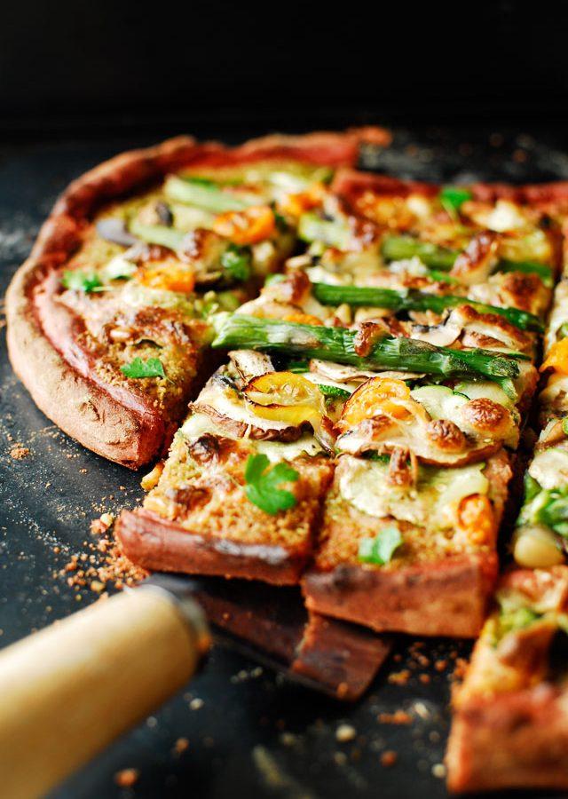 Pizza na buraczanym spodzie