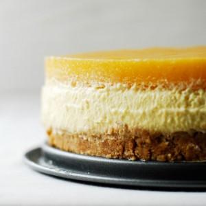 Tort z kremem bawarskim i mango