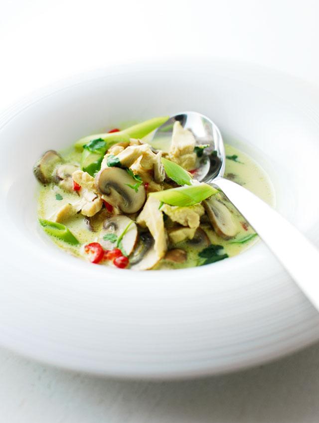 Tajskie danie jednogarnkowe z kurczakiem
