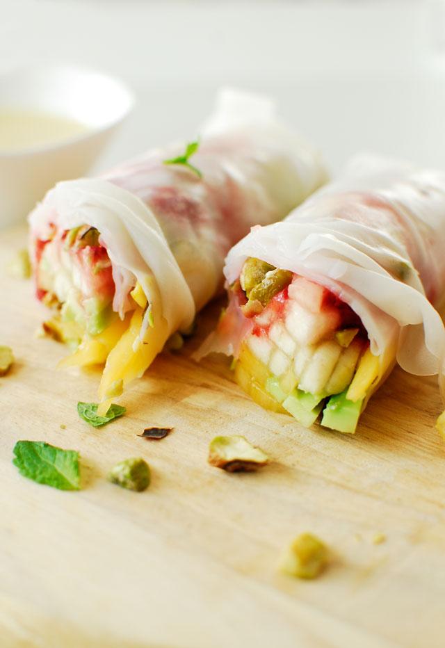 studio kuchnia   Spring rolls z owocami i czekoladowym sosem