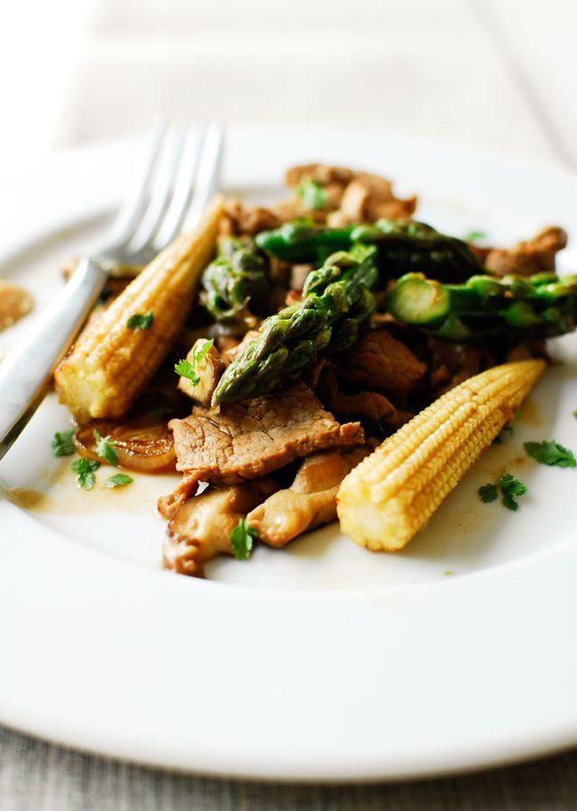 Wieprzowina ze szparagami i shiitake