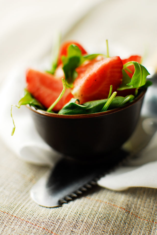 studio kuchnia| Wiosenny quiche z sałatką z truskawkami