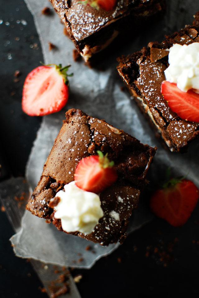 studio kuchnia | Brownie z mascarpone i truskawkami