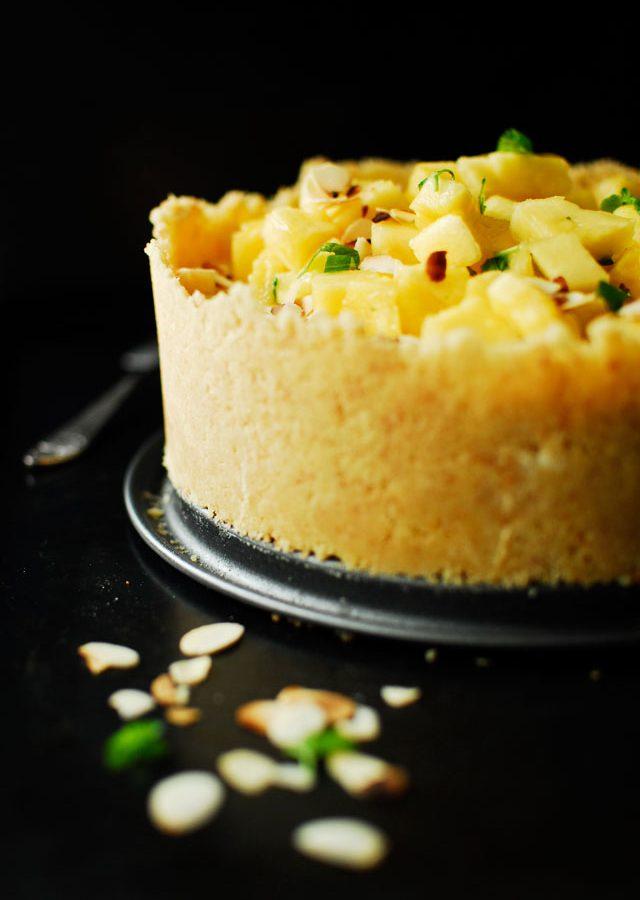 Jogurtowy tort panna cotta z ananasem
