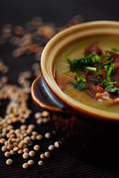 Zupa z cukinii z soczewicą i chorizo