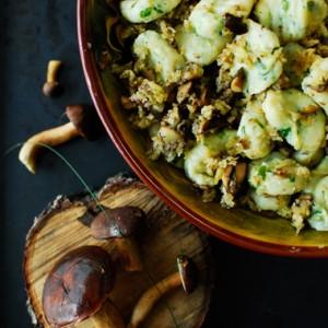Gnocchi z borowikami i kruszonką