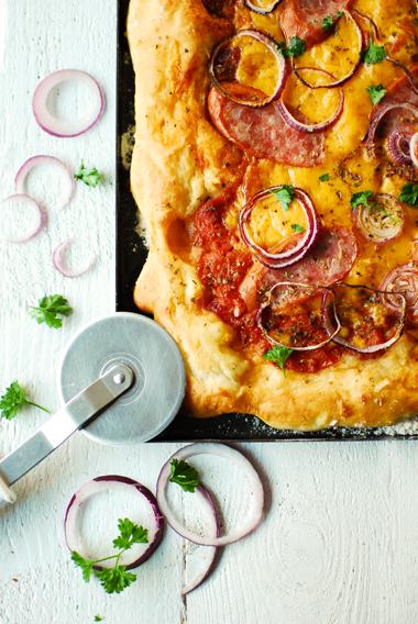 studio kuchnia   Pizza ziemniaczana z kiełbasą