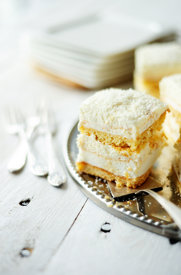 serving dumplings | Śnieżna beza z kokosem