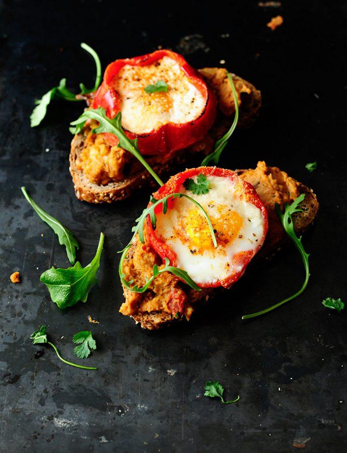 Grillowana papryka z jajkiem i hummusem