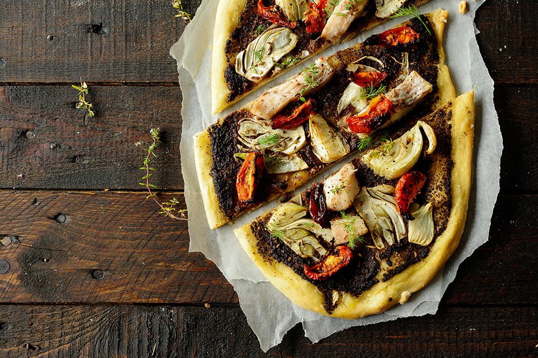 studio kuchnia | Pizza z tapenadą i karmazynem