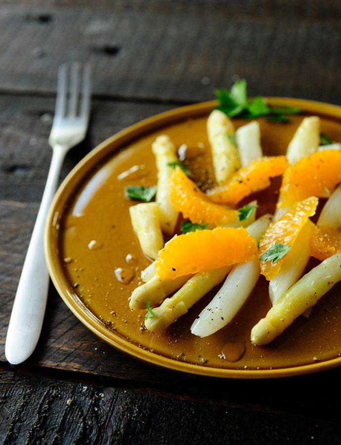 Szparagi z pomarańczami