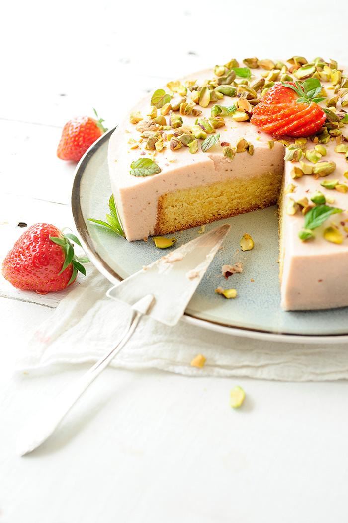 studio kuchnia | Tort z truskawkowym kremem bawarskim