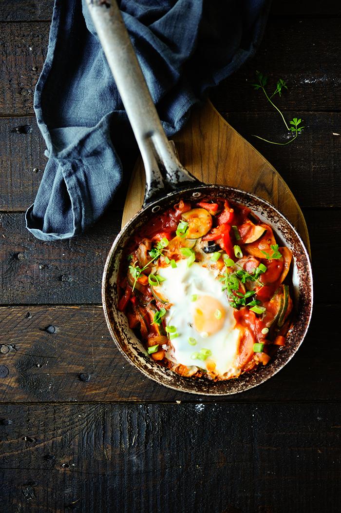 studio kuchnia | Duszone warzywa z jajkiem wiejskim