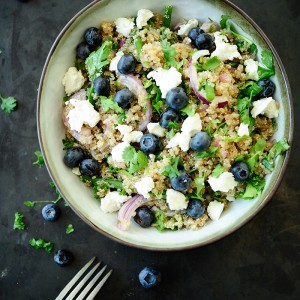 Quinoa z bryndzą i borówkami