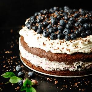 Tort-Czekoladowy-z-Borowkami-0