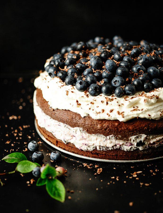 Tort czekoladowy z borówkami
