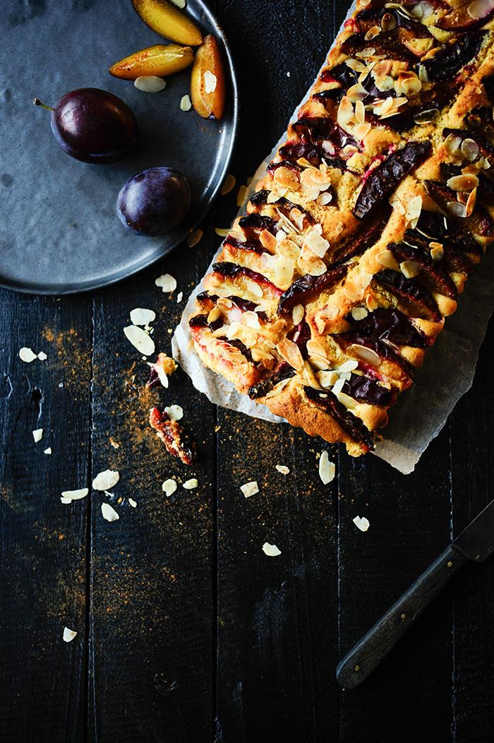 Studio Kuchnia | Ciasto orkiszowe ze sliwkami