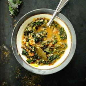 Zupa jarmużowa z owsianką i soczewicą