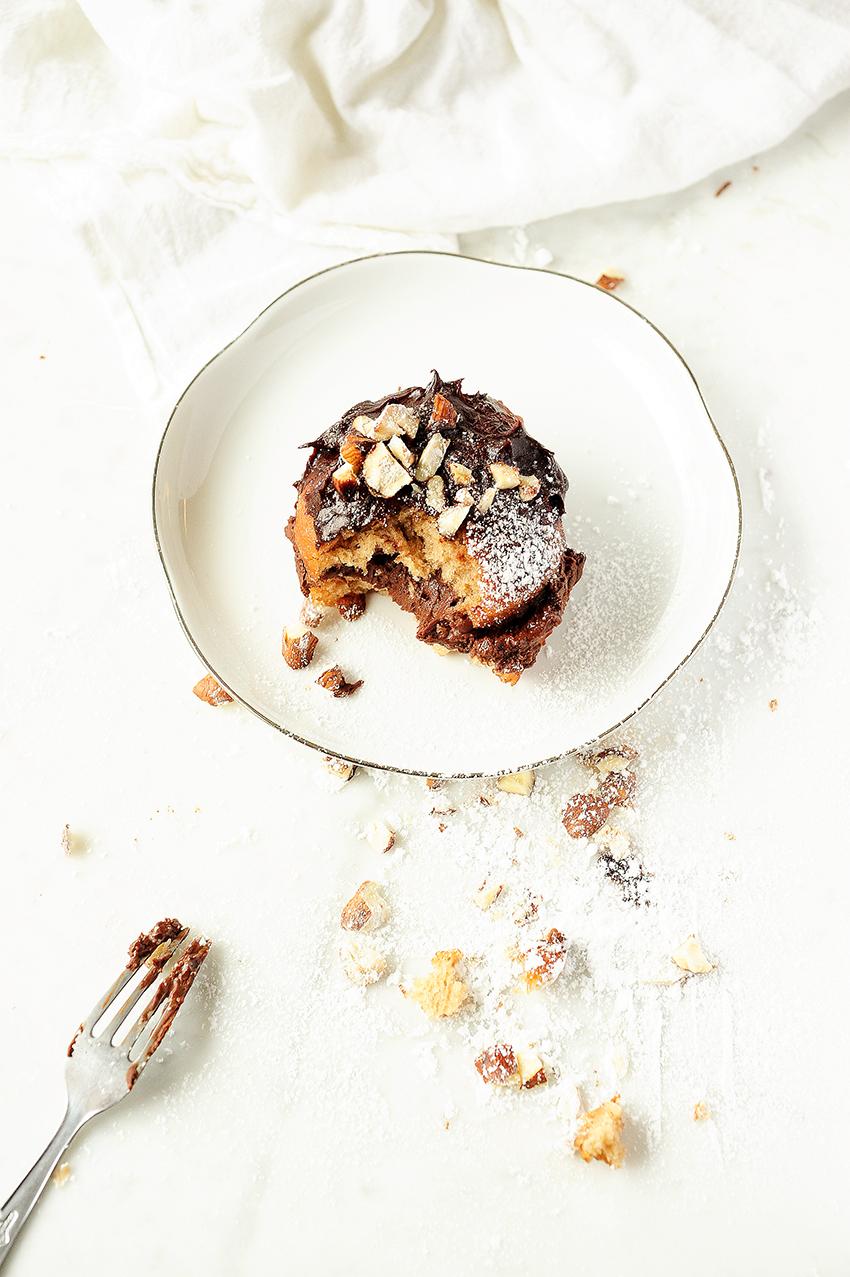 serving dumplings | Boules de Berlin met chocolademousse