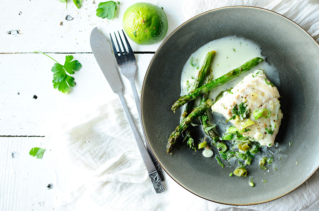 serving dumplings | Cod in coconut sauce with asparagus and wasabi