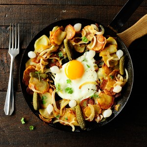Pan-roasted potatoes with eggs