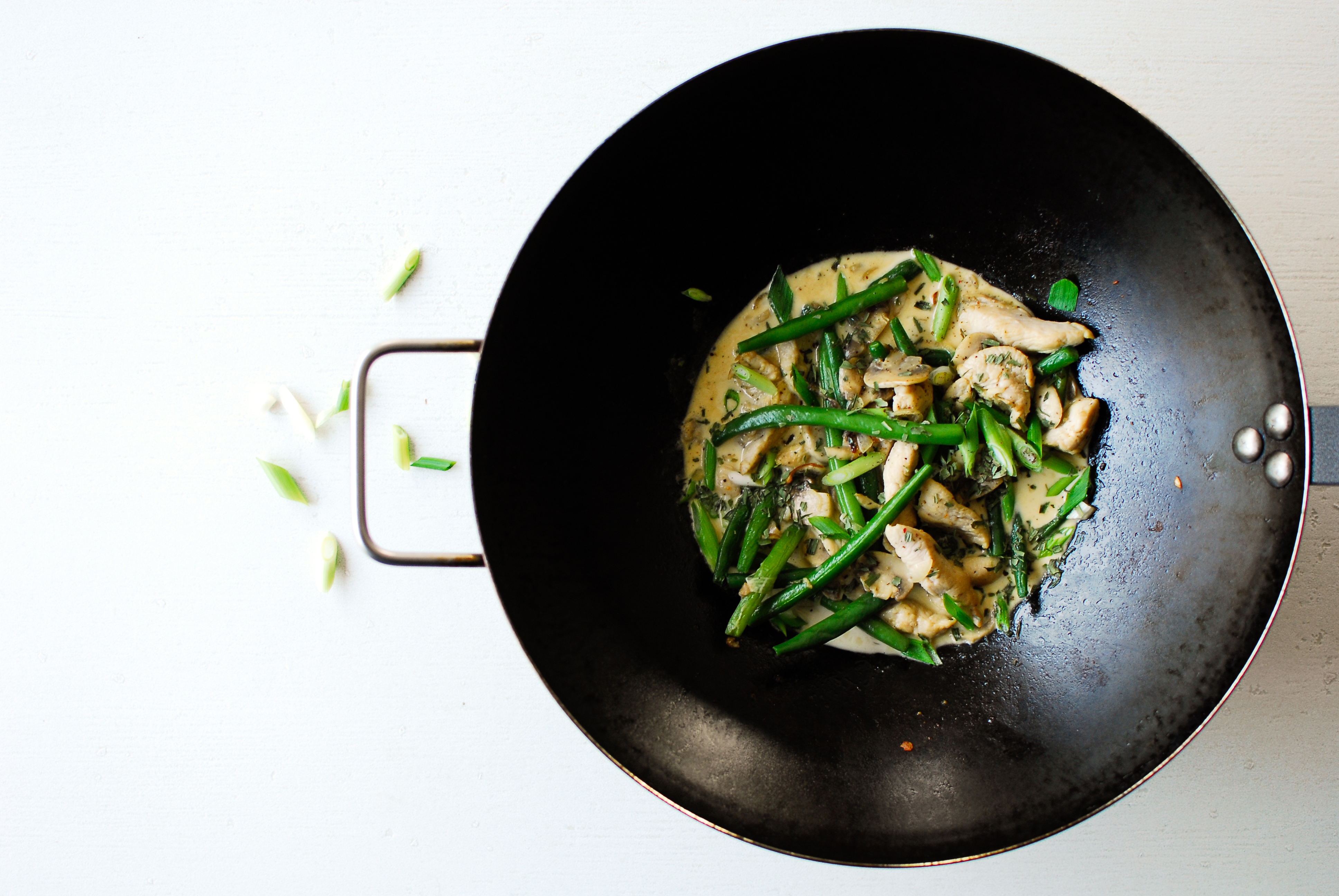 serving dumplings | Wok met kip en sperziebonen