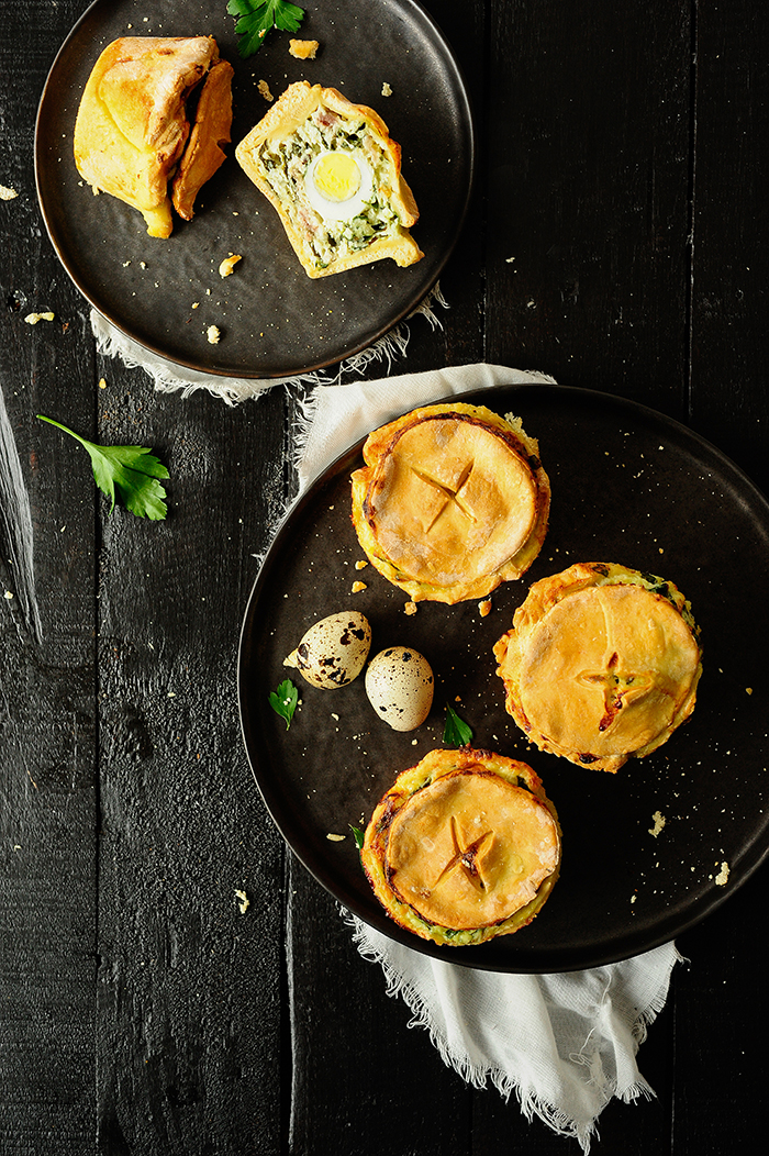 serving dumplings | Babeczki wielkanocne z serem ricotta i szpinakiem
