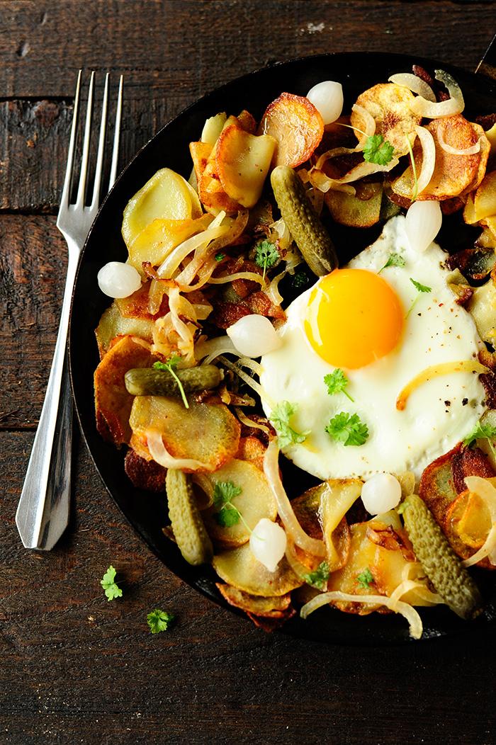 serving dumplings   gebakken aardappelen met eieren