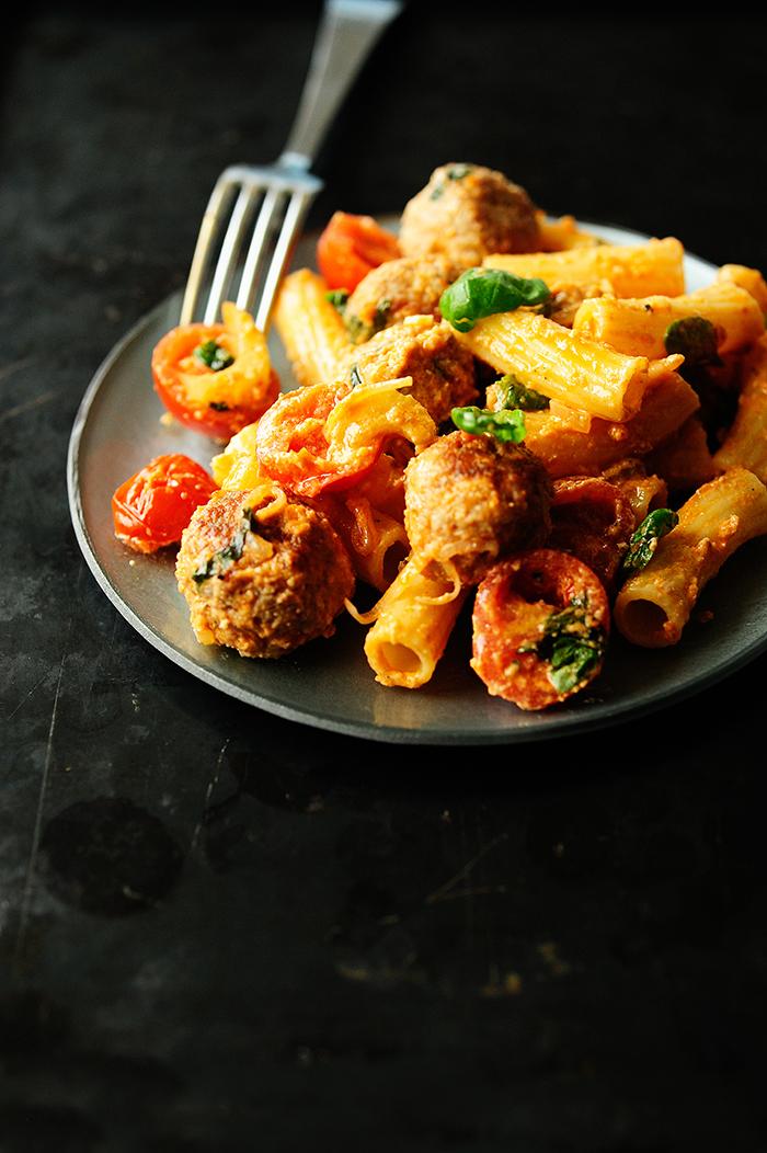 serving dumplings | Gehaktballetjes met seldersaus en tomaten