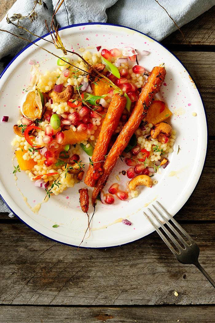 serving dumplings | Parelcouscous met gekarameliseerde wortelen, cashewnoten en granaatappel