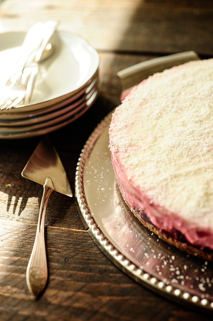 serving dumplings | Yoghurt-kokos cheesecake met krieken