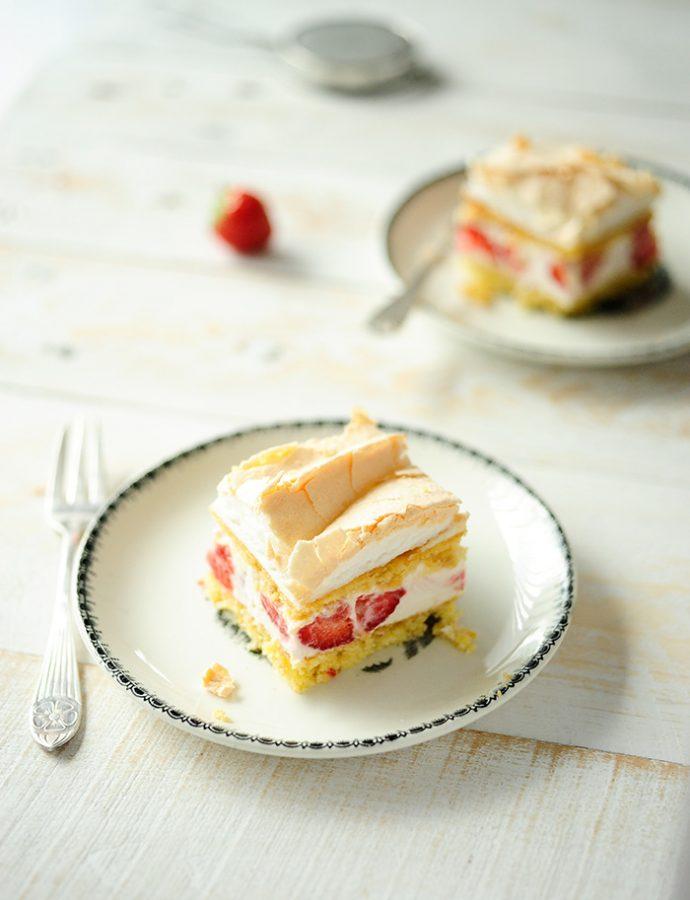 Aardbeien-kaastaartjes met meringue