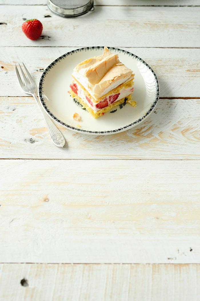serving dumplings   Aardbeien-kaastaartjes met meringue